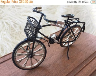 ON SALE Miniature Black Bicycle, Dollhouse Miniature, 1:12 Scale, Detailed Bike With Basket, Metal, Topper, Gift, Dollhouse Accessory