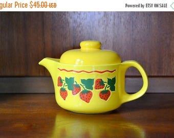 SALE 25% OFF vintage ceramic strawberry waechtersbach tea pot / west german pottery / spring strawberry