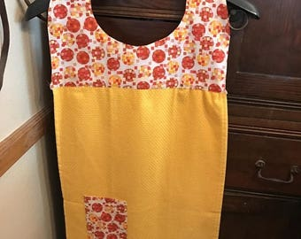 Christmas in July Apron with sewn in dish cloth and pocket (yellow towel)