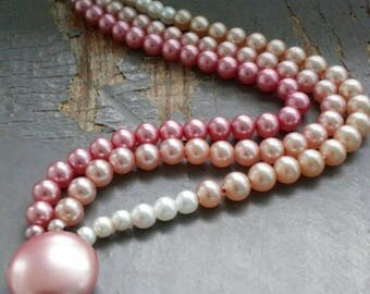 Rosie - vintage 40s triple strand, mod pink, pastel peach, white pearl beaded bracelet with fancy clasp