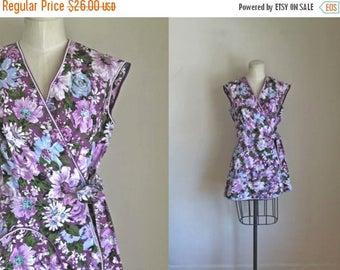 AWAY SALE 20% off vintage 1950s cobbler apron - SCABIOUS purple floral smock top / Xs-L