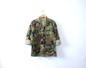 Vintage 90's grunge camo jacket, army jacket, military camouflage fatigues, camo shirt, size medium - short