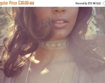 XMAS IN JULY Wire Lace Choker