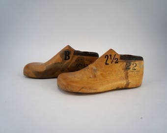 Pair of Child Size 2.5B Vintage Shoe Lasts Antique Cobbler's Lasts Wooden Shoe Forms Shoe Molds