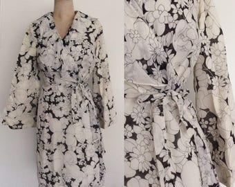 1970's B&W Floral Print Ruffle Trim Wrap Dress Aize Medium Large XL by Maeberry Vintage