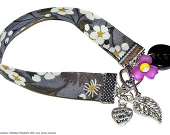 Dark gray floral bracelet and charms floral cotton bias.