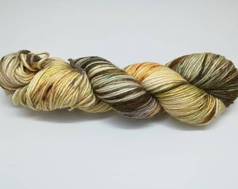 "Sparkling DK yarn, ""Autumn leaves"" colourway, hand dyed - 75% extrafine merino 20 silk 5 stellina. La Oveja Reina base"