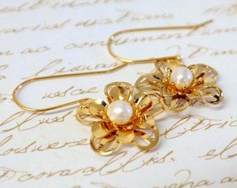 SALE - Pearl Bridal Earrings, Gift For Women, Gold Flower Pearl Earrings, Wedding Jewelry, Pearl Earrings, Flower Earrings, Birthstone