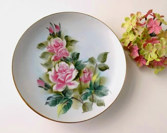 Shabby Pink Roses Floral Plate. Decorative Accent. Cottage Wall Decoration. Cabinet China. Vintage Housewares. Romantic Decor.