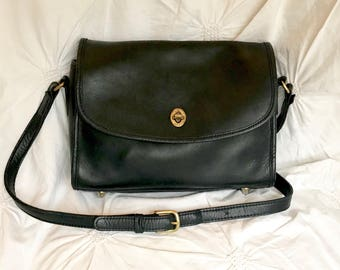 Authentic Vintage coach- Black Leather Messenger Bag -Crossbody Bag-Made in The USA-Everyday Purse