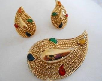 Vintage jewelry set, vintage brooch, vintage earrings, stud earrings, gold tone and poured glass jewelry, vinateg jewellery