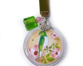 """Porte-clés """"Rosy"""" fond jaune orangé, perle de verre verte, kaki, accessoire de fille, cadeau pas cher"""