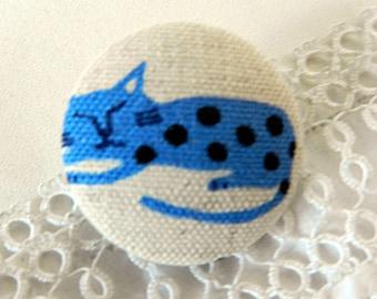 Fabric cat image, 32 mm diameter button