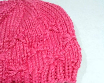 Magenta knit baby hat bow stitch size 0 to 3 month