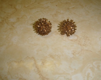 vintage screw back earrings goldtone sequins glass beads clusters