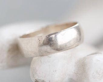 Wedding Band Ring in Sterling Silver - Ring Size 6