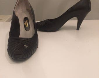 Vintage Regency peep toe pumps