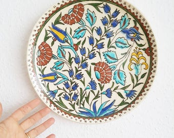 Vintage Folk art ceramic plate, Suzani style, ceramic hand painted plate, boho chic jungalow global decor Kitsch 1146