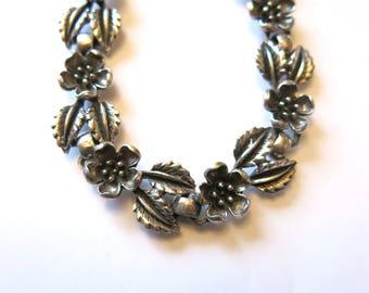 Vintage silver flower necklace