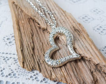 Abstract Heart Embedded Rhinestone Pendant Necklace