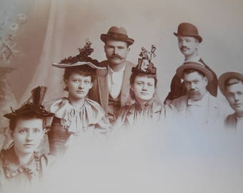 Cabinet Card Group Shot Men & Women - fascinator  - bowler - boater  - Roehm - Montgomery, Grand Rapids, Mich.