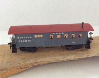 HO Scale Caboose - Central Pacific - Model Railroading - train layout - Train collector gift  - 8 Wheel Streamline