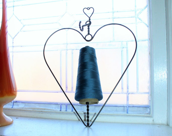 Vintage Hanging Heart Wire String Holder Farmhouse Decor Wall Mount