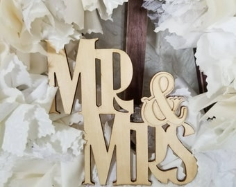 Mr and Mrs Wall Decor, Mr and Mrs Wall Sign, Mr and Mrs Wall Art, Mr and Mrs Decor, Mr and Mrs Wedding Decor, White Wreath, Mr and Mrs Sign
