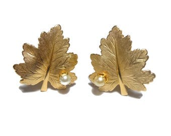 Sarah Coventry earrings, 1960s whispering leaf collection, gold veined maple leaves, faux pearl clip earrings