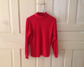 Red turtleneck - L