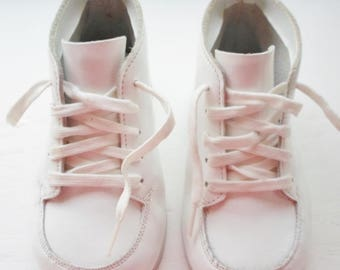 Vintage Jumping Jacks Cuddlers Babies Shoes Size 4, Leather Upper and Leather Soles, Lace Up Closures, High Top, White Leather, Toddler Shoe