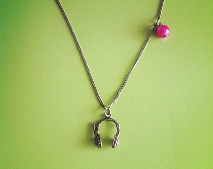 Necklace chain brass helmet beat fuchsia