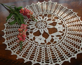 Doily, Round Doily, Centerpiece Doily, Ivory Doily, Beige Doily, Hand made, Hand crocheted, 1940s decor, Table linen, Vintage home decor