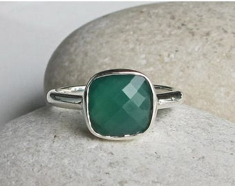 30% OFF Green Onyx Stackable Ring- Square Green Gemstone Ring- Cushion Cut Green Ring- Simple Faceted Bezel Ring- Sterling Silver Green Ring