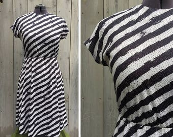 Vintage dress | 1980s Anthony Richards black and white bias stripe knit short sleeve dress