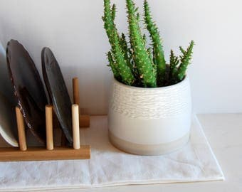 Plant pot Succulent pot Cactus pot Ceramic and pottery Handmade ceramic Utensil holder Faceted pot White pottery Modern ceramic Shiny glaze