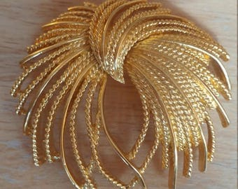 Gorgeous Big Vintage Monet Goldtone Abstract Brooch