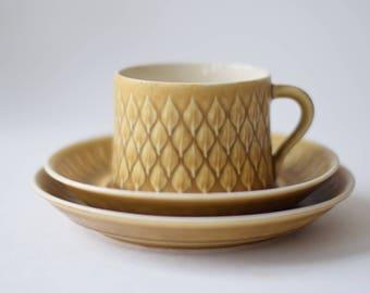 Quistgaard - RELIEF - tea trio - cup / saucer / teaplate - Kronjyden - Danish midcentury pottery