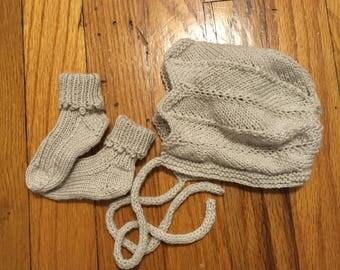 Bonnet and socks set