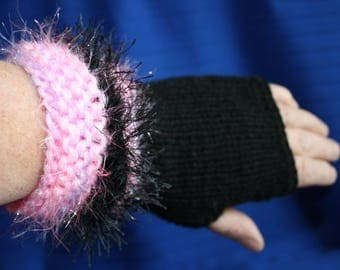 Pink and black gloves size 6/7 novelty yarn with wrist