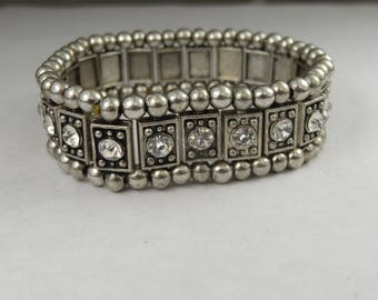 Gorgeous bracelet with crystal setting