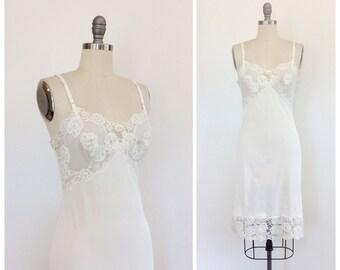 50s Ivory Nylon Dress Slip / 1950s Vintage Lace Trimmed Full Slip / Medium / Size 6