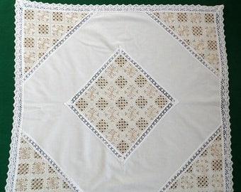 25% SUMMER SALE Vintage ecru square table cloth decorative lace