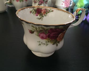 Royal Albert - Fine Bone China Teacup - Old Country Roses - Mint