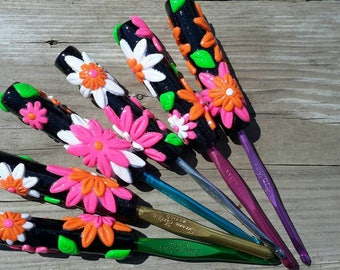 Susan Bates Clay Handle Crochet Hook Size F, G, H, I, J & K Tropical Flower