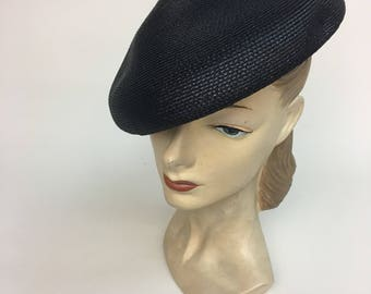 1950s Beret / vintage 50s Glossy Black Straw French Beret Hat