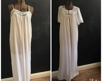 Vintage Peignoir--1970s Night Gown and Dressing Gown--White Nightgown
