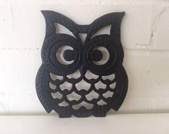 Vintage Cast Iron Owl Trivet, 70s Retro Kitchen Decor /  Made in Japan / Wall Hanging Cute Owl Kitschy 60s Spirit Animal of Wisdom