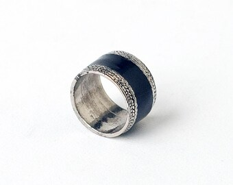 Black and Metal Band Ring