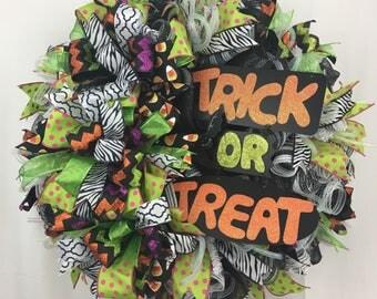 Halloween Wreath for Front Door, Trick or Treat Halloween Wreath, Fall Wreath